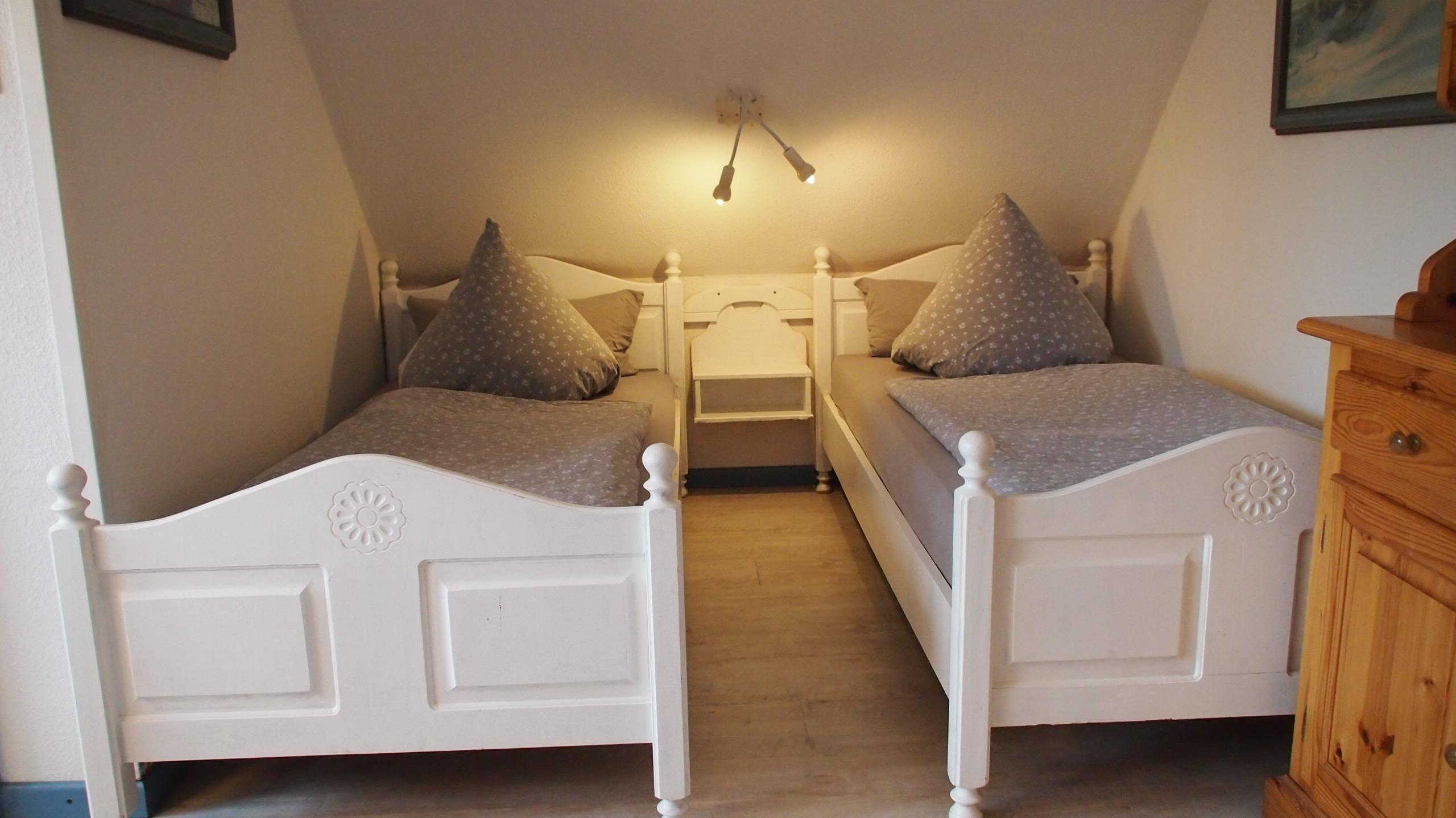 stuhl ablage schlafzimmer lattenroste zum einstellen kamelhaarflaum bettdecken team 7 kommode. Black Bedroom Furniture Sets. Home Design Ideas